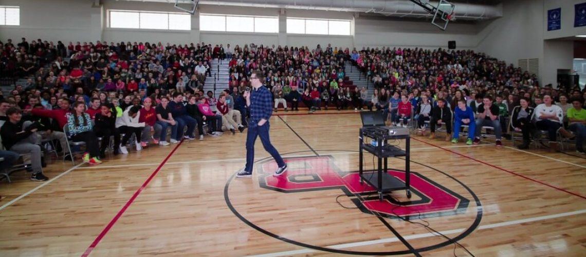 Bullying-Speaker-at-School-Assembly-Tom-Thelen-1024x470